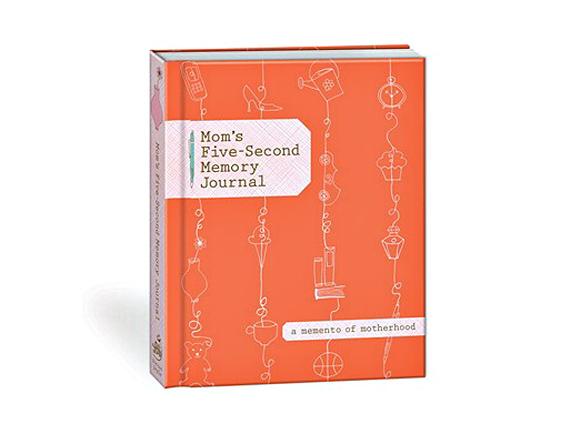 Mom's Five-Second Memory Journal. En anglais. Un livre pour noter en quelques secondes des souvenirs de l'enfance de nos enfants.