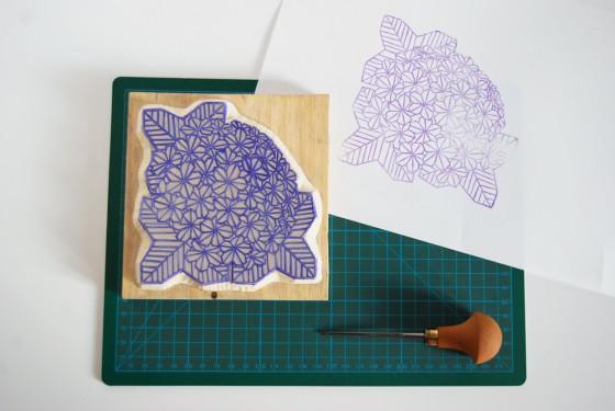 Tampon motif hortensia en origami, gravé à la main - Kraftille