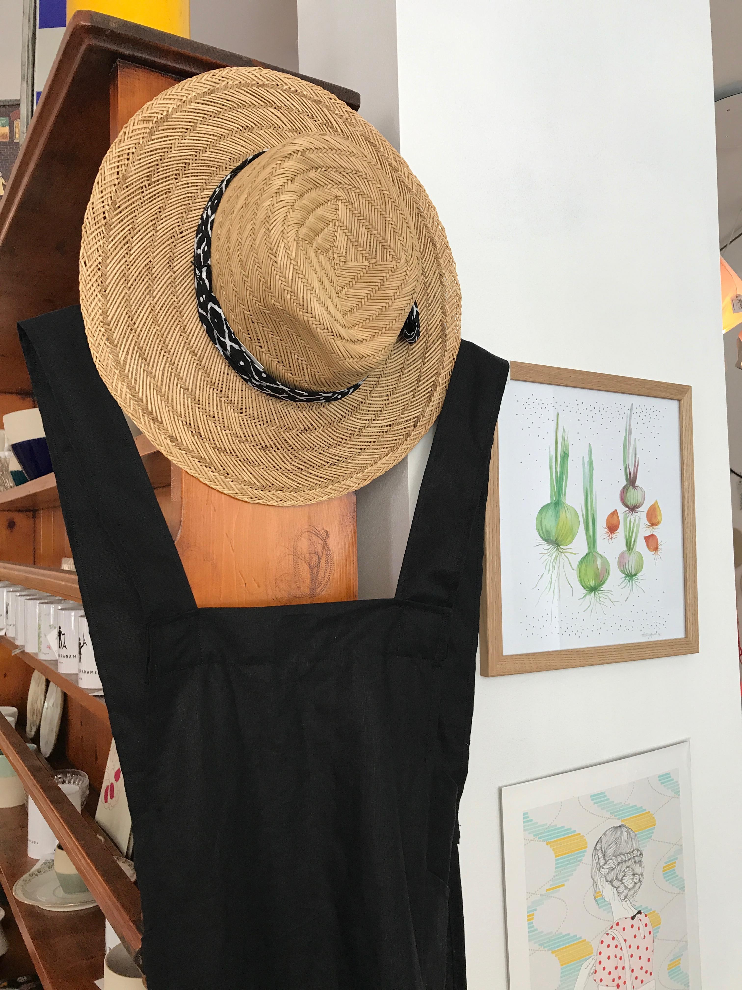 chapeau fait-main de WOW et tablier japonais de Kraftille