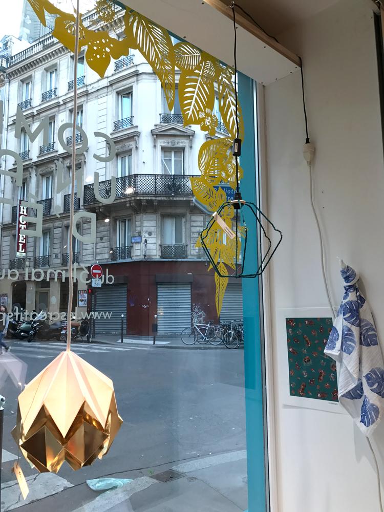 lampe de Tedzukuri atelier, des Résilientes x Emmaüs Alternatives, lange pour bébé feuilles de Philodendron bleu